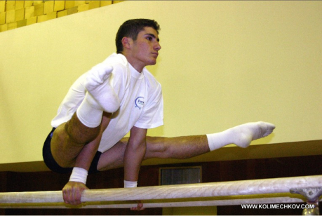 Stef on Paralel bars - Straddle