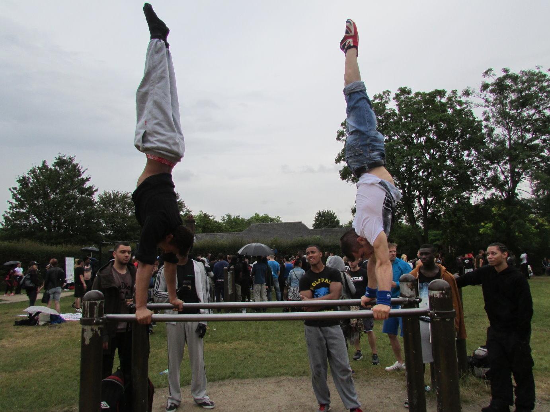 Workout Handstand on Bar