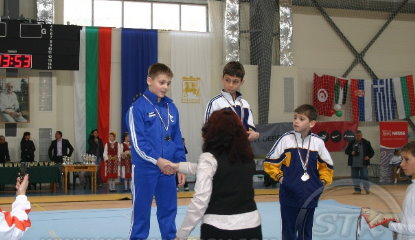 Silver medal on Vault